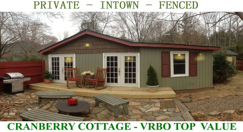Fresh Newly Remodeled Cranberry Cottage.  Private-Walk to Restaurants & Shopping, alquiler vacacional en Black Mountain