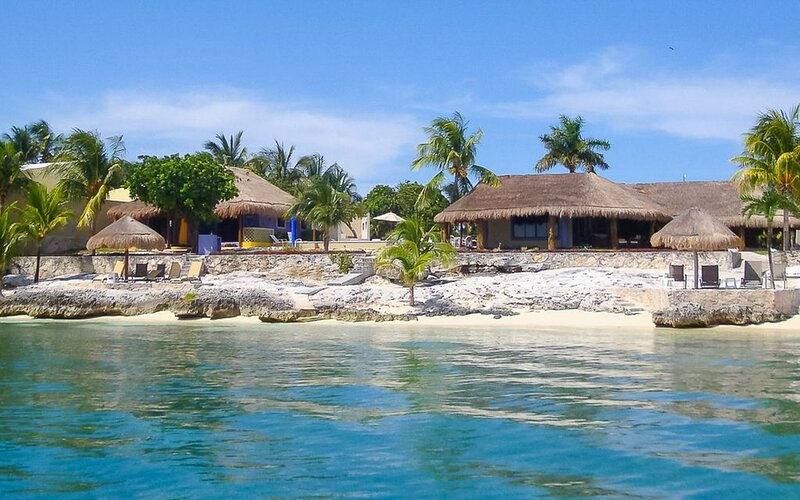 Villa Makax  Beachfront Cottage Grande with heated saltwater pool, holiday rental in Playa Mujeres