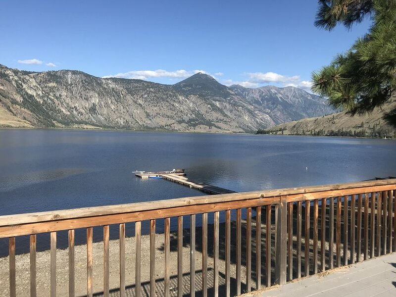 Lake Front Palmer Lake Cabin W/ large deck, dock, and great view!!, vacation rental in Loomis