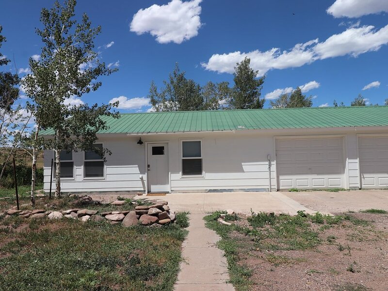 Creekside Bungalow-Mountain & Valley Views-Dark Sky, holiday rental in Silver Cliff