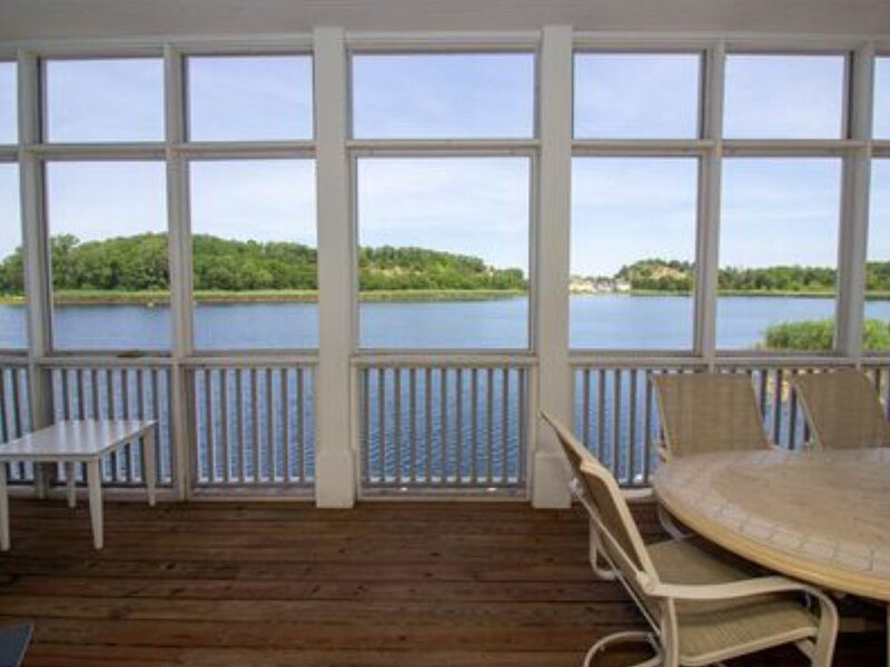 Rare Lake Kai Front Beach Home, vacation rental in Long Beach