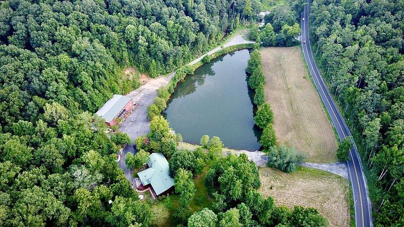 Sweet Springs Lodge - Lake Guntersville, AL, holiday rental in Guntersville