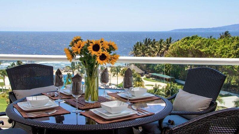 Modern- Renovated- Breathtaking 6th Floor- 3 Bedrooms Villa Magna, holiday rental in Nuevo Vallarta