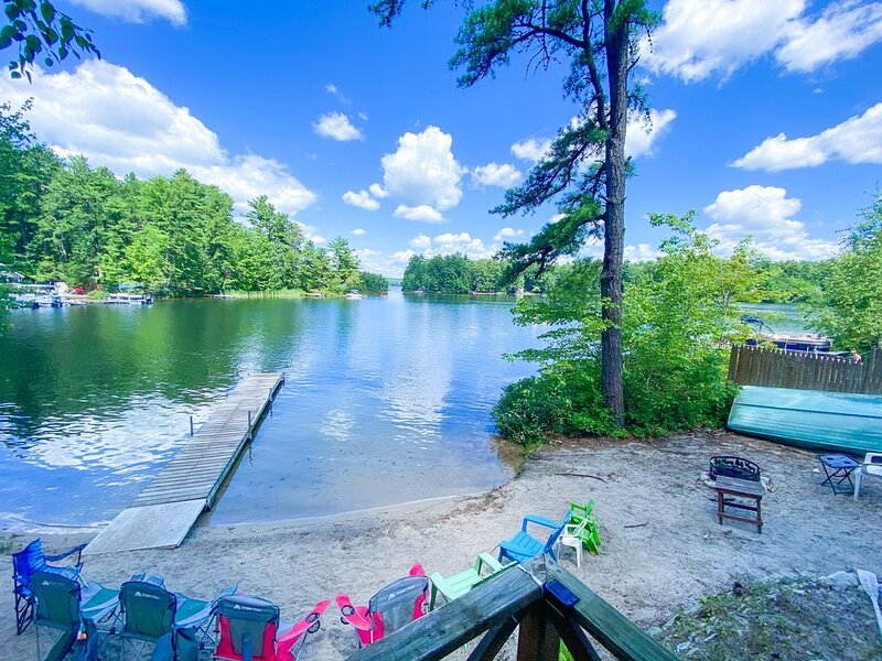 Lake Front Cottage with Private Sandy Beach & Beautiful Sunsets, vacation rental in Raymond