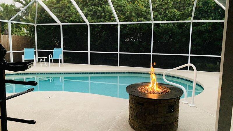 Beach House with pool 1mi from Beaches!, holiday rental in Vanderbilt Beach