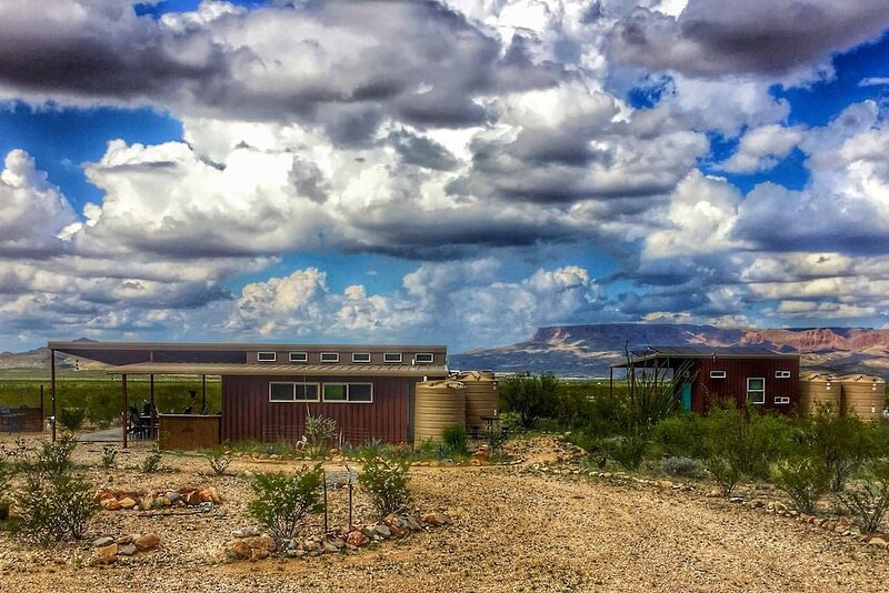 Javelina Hideout: Modern eco-friendly private home, holiday rental in Big Bend National Park