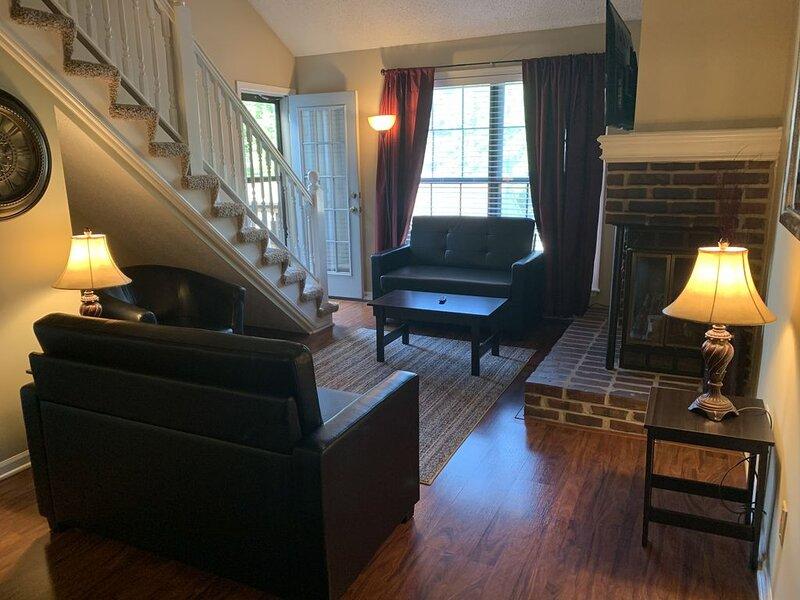 The Loft: Quiet, Comfortable and Close To Everything That You Need!, aluguéis de temporada em Olathe