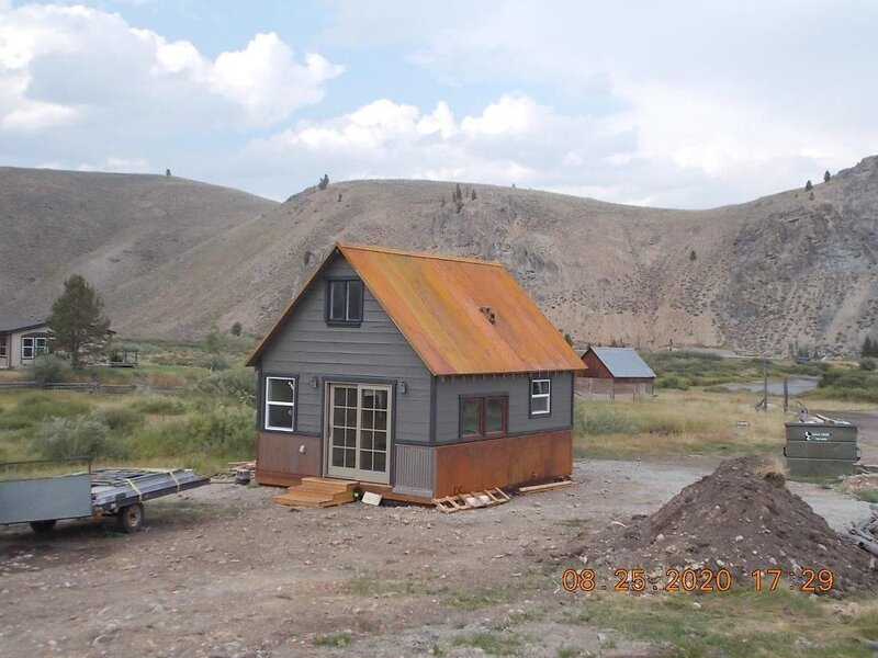 Updated Small Rustic Cabin w/views of the Sawtooth Mtns, location de vacances à Stanley