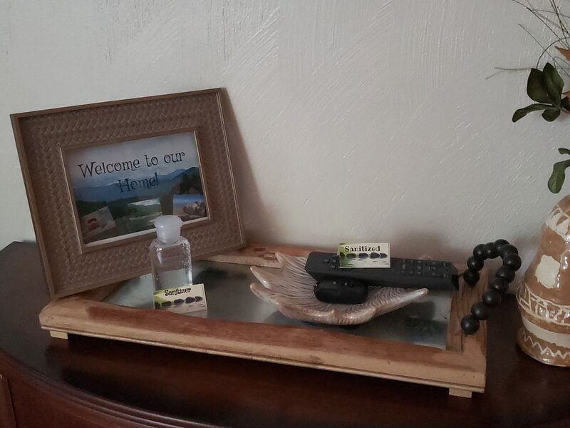 Updated, 2 Bedroom Condo - Sleep 6 off of Price's Fork - 2 Night Minimum, location de vacances à Radford