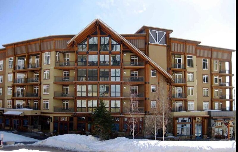 *2 SKI FREE*Ski in/Ski out Premier View White Pine condo in heart of the village, vacation rental in Sandpoint