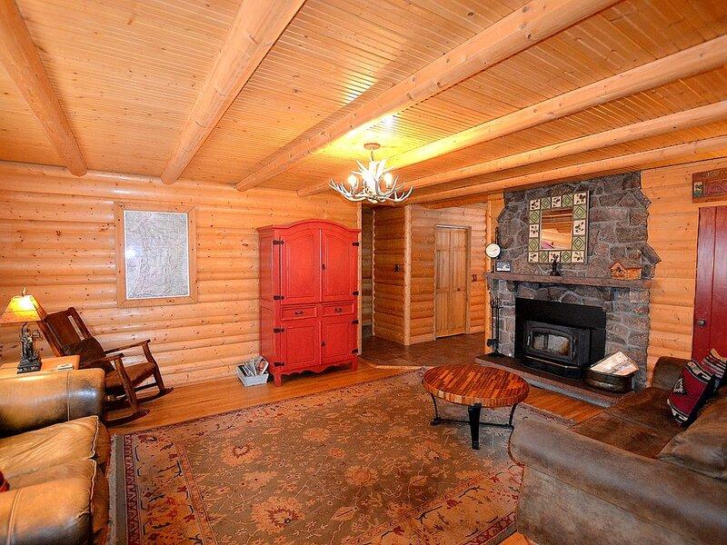 Great Price! Exclusive Ranch Estate on 2+ Acres; Big Views; Hot Tub; Fire Pit!, alquiler de vacaciones en Estes Park