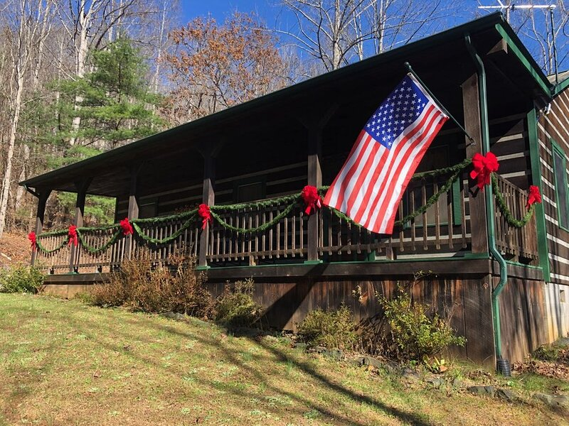 A little cabin in the woods., holiday rental in Spruce Pine