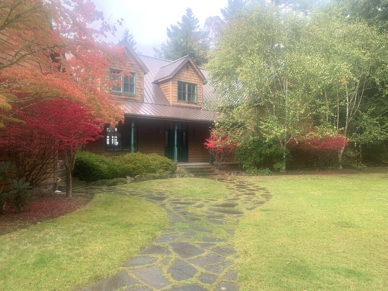 Beautiful Mountainside Waterview Home on Gorgeous Orcas Island, location de vacances à Eastsound