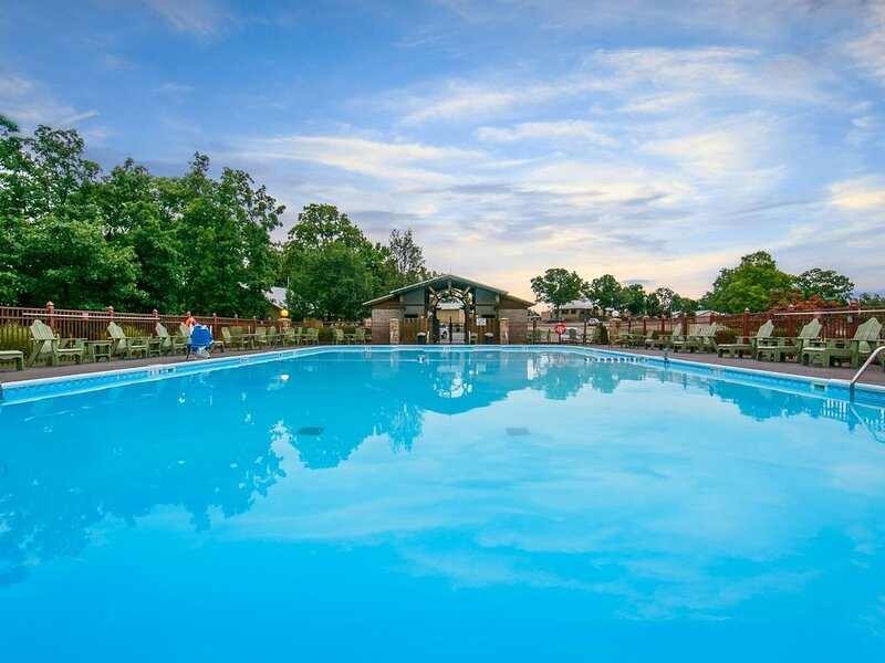 Quiet Golf Course Villa. Access to 5 Pools. On-site Restaurant | Holiday Inn, holiday rental in Rockaway Beach