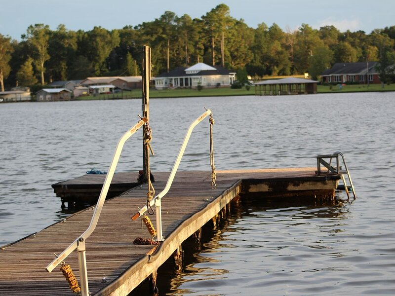 Relaxing Lake House with Dock Access!, holiday rental in Warwick