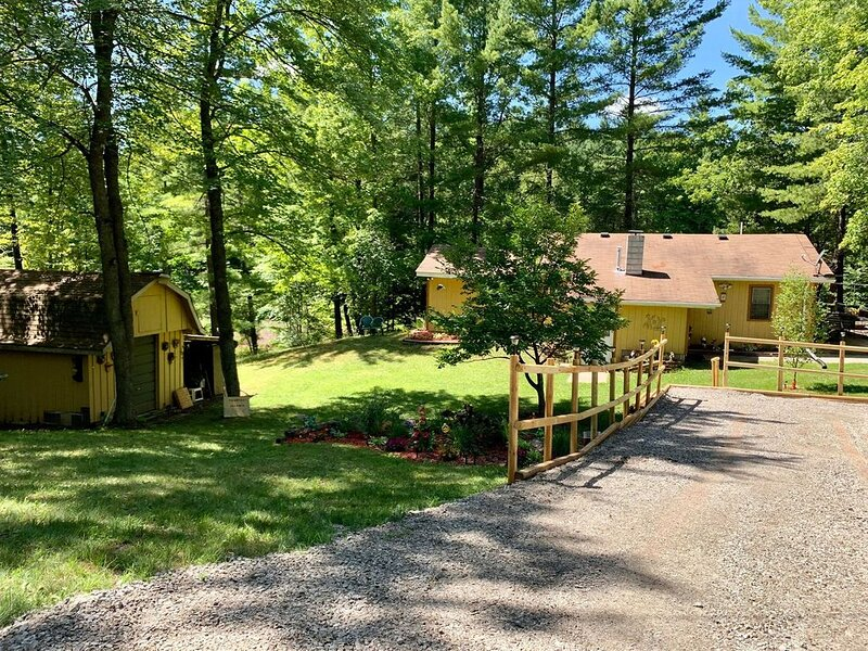 House on the edge of the Tittabawassee river, holiday rental in Gladwin