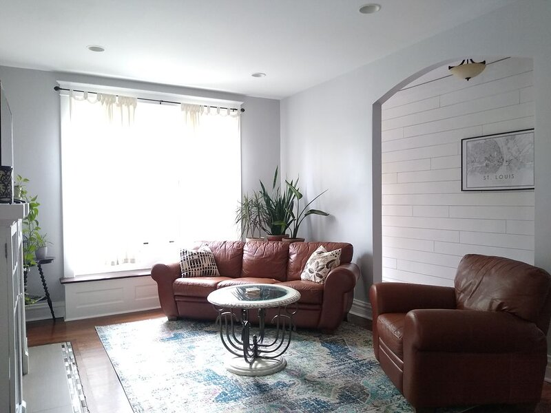 Lazy Daze Tower Grove (12 minutes to downtown), holiday rental in Saint Louis