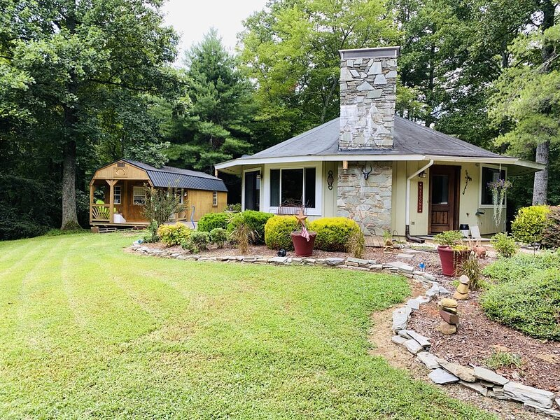 **NEW LISTING WITHIN 5 MINS OF LAKE JAMES!, alquiler vacacional en Connelly Springs