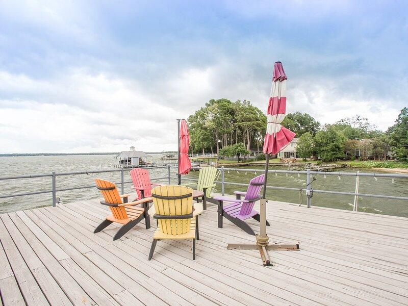 Beautiful Home and Backyard for Entertaining, location de vacances à Kemp