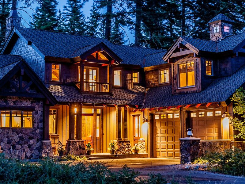 Exquisite Suncadia home located on  golf course with all the bells and whistles!, holiday rental in South Cle Elum