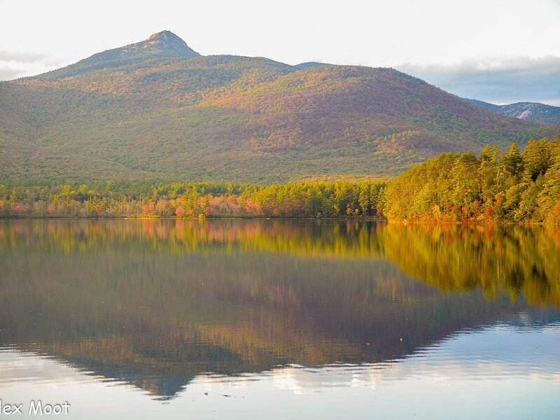 Ski Cabin on Chocorua Lake w/ Hot Tub and Modern Amenities, alquiler de vacaciones en Chocorua
