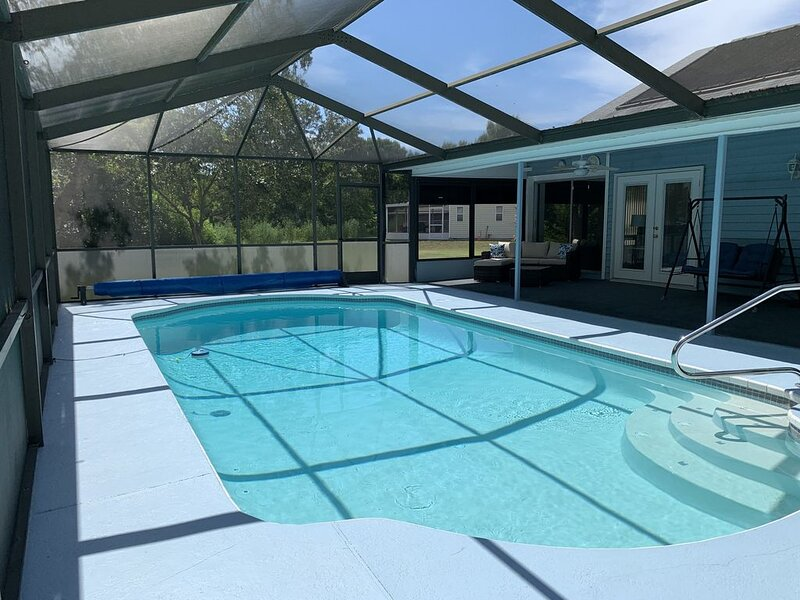3 Bedroom 3 Bath Home with Solar-Heated Pool on quiet cul de sac, holiday rental in Hudson