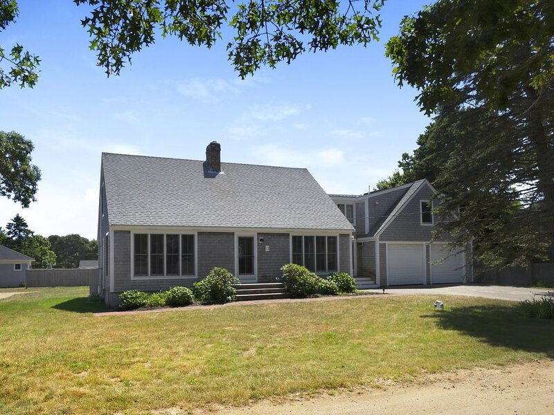Katama: Centrally located!  Open Floor Plan! A/C, 4 Bdrm 3 BA Home!, holiday rental in Edgartown