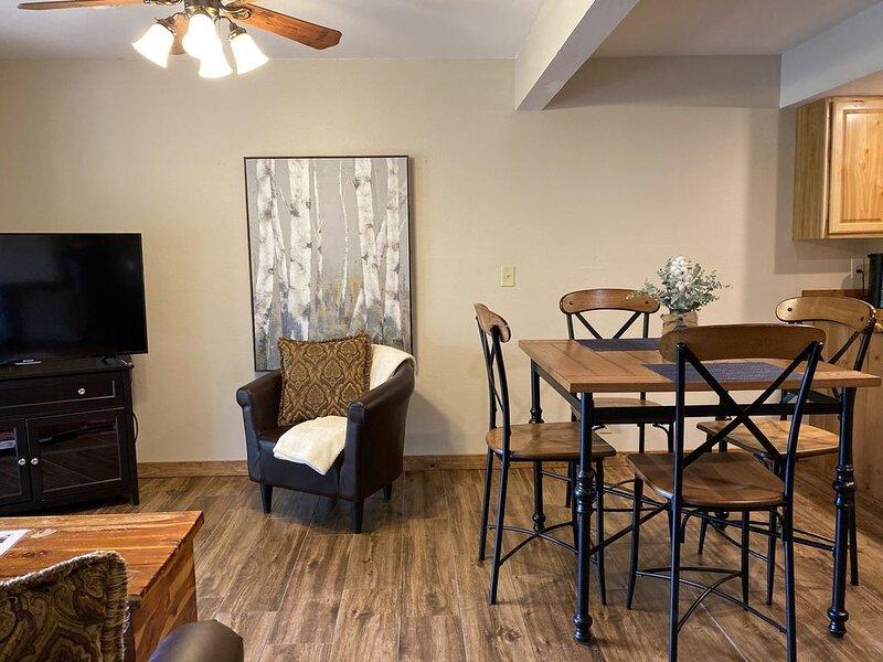 Beautiful Ozark Views, Immaculate and Relaxing Getaway- 2 bedroom, alquiler de vacaciones en Reeds Spring