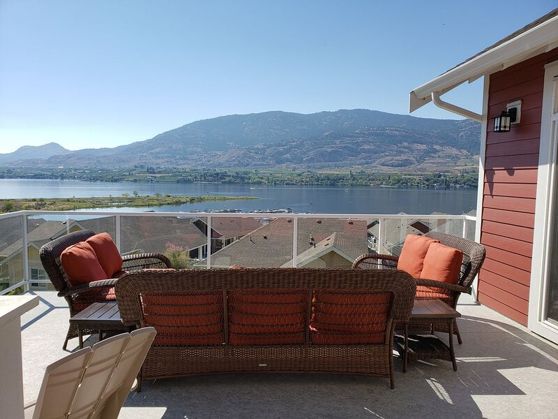 Amazing Views at the Cottages on Osoyoos Lake (sleeps 10) – semesterbostad i Oliver