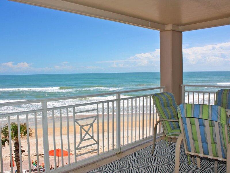 Bright and sunny! oceanfront 3 bedroom, three bath with sleeping arrangements fo, alquiler de vacaciones en Oak Hill