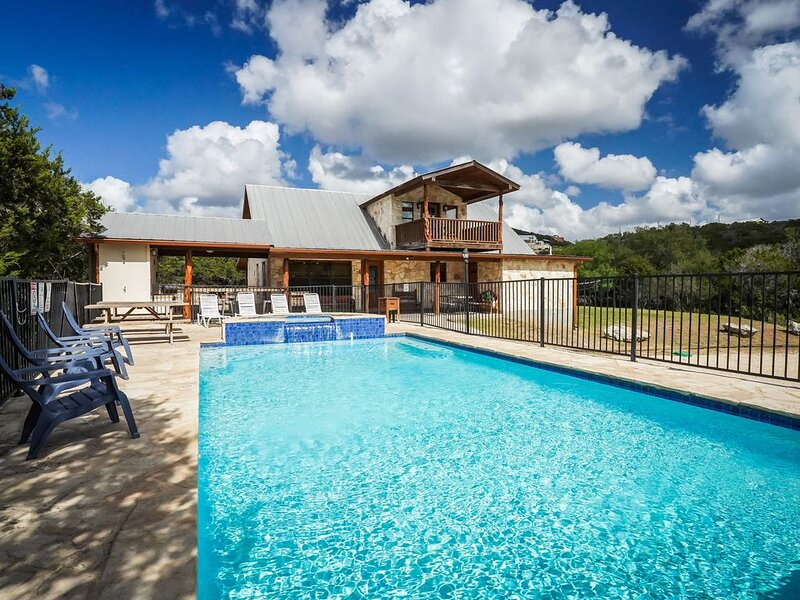 Frio River - Canyon Oaks Subdivision - LOMA BELLA home with pool in Concan!, vacation rental in Sabinal