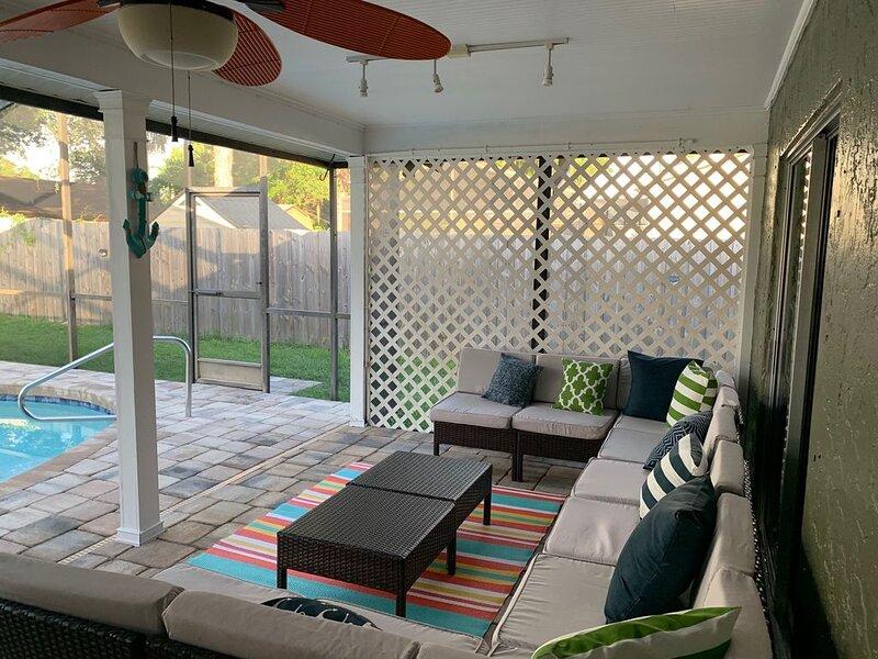 3 bedroom house with beautiful private pool-8 miles to Siesta Key Beach, aluguéis de temporada em Fruitville
