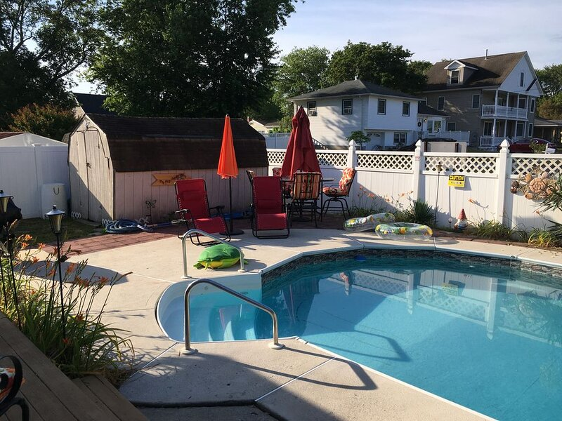 Tropical Escape in North Cape May - In-ground Pool+ NEW Hot Tub + Dog Friendly, holiday rental in Lower Township