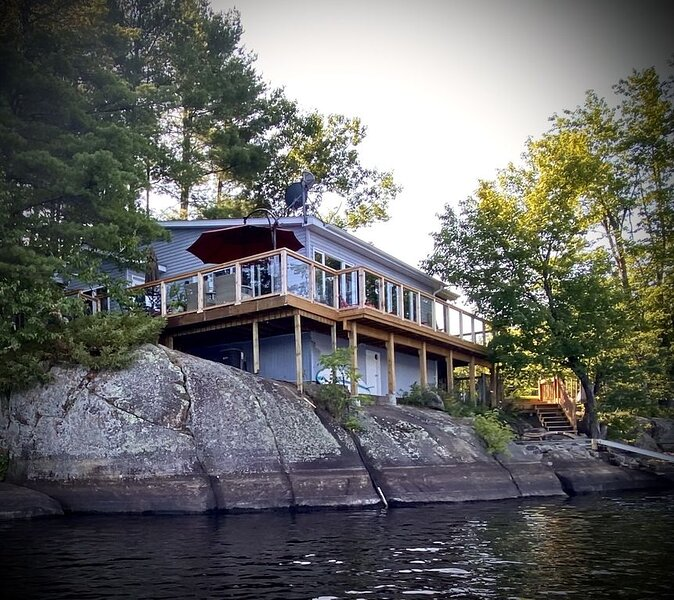Cozy Four Season Cottage on Brandy Lake, vacation rental in Muskoka District