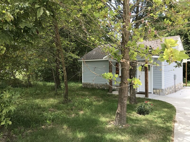 Carey Bay Cottages - Luxury Cottages on Grand Lake (Cottage A), holiday rental in Fairland