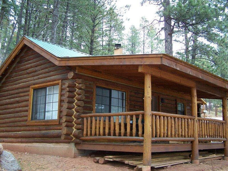 'Lincoln Log' Romantic Lakefront Log Cabin, holiday rental in Bayfield
