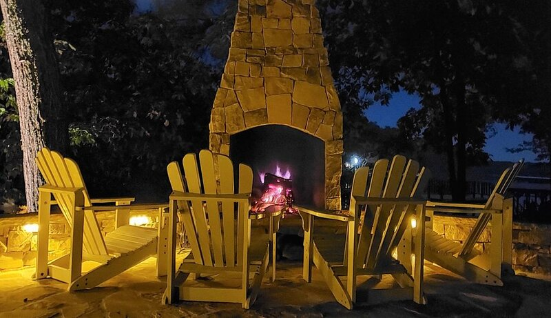 Book the Holidays Now | New Fireplace! | Lakefront Luxe Retreat in Tranquil Cove, vacation rental in Gold Hill