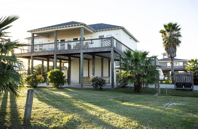 Pelican Harbor - 4 Bedroom, 2 Bath, Sleeps 12., holiday rental in Port Bolivar