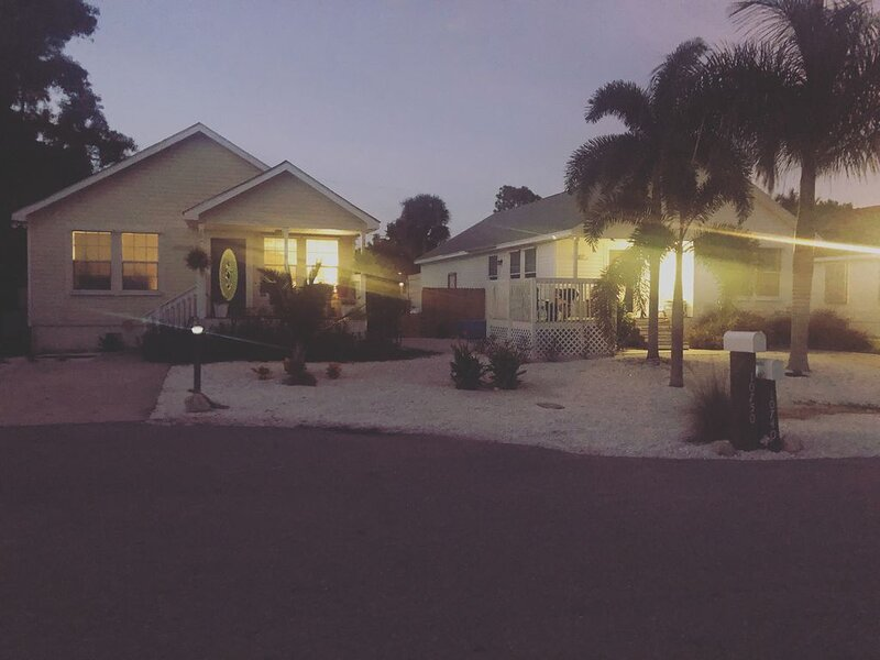 AVAILABLE FOR THANKSGIVING! Located minutes to Fort Myers Beach & Sanibel, location de vacances à Iona