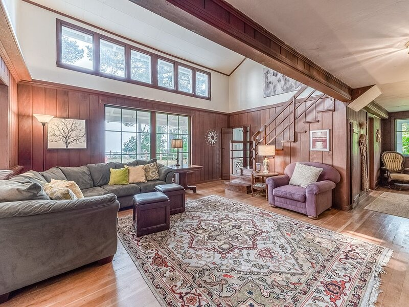 Family-friendly, waterfront home w/ ocean views above Scenic Houda Point, holiday rental in Humboldt County