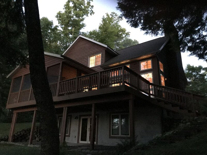 K&K's Lakeside Lodge-Hayward Relaxing Getaway, alquiler de vacaciones en Winter
