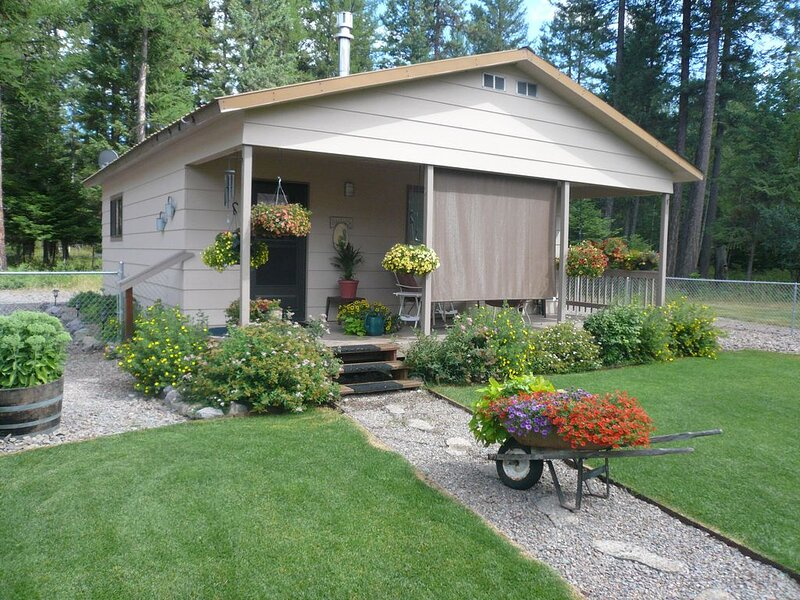 GUEST CABIN IN THE WOODS, holiday rental in Woods Bay