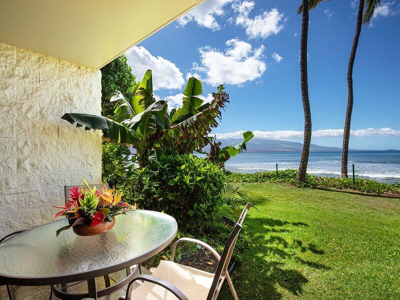 Maui Prime Beachfront Convenient Ground Floor Access To the Beach, Pool and BBQ, Ferienwohnung in Wailuku