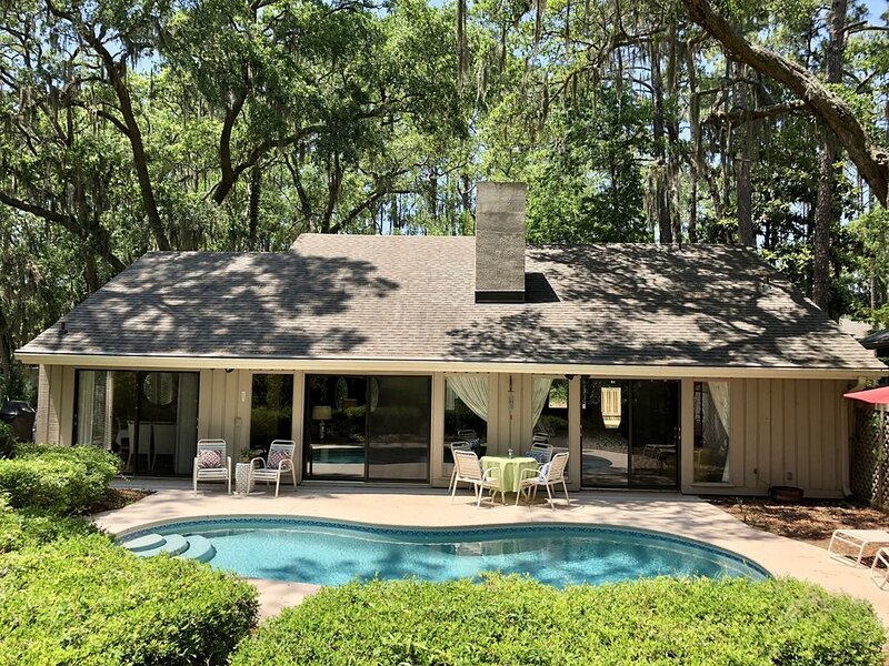 **HEATED-POOL**2-FIRE PITS**FIREPLACE**ALL 1 level**AMAZING VIEW**!, alquiler de vacaciones en Daufuskie Island