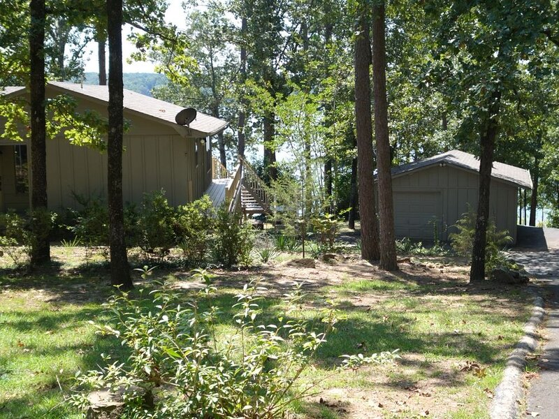 OFF SEASON RATES! Lakefront home, pool table, lake access., holiday rental in Shirley