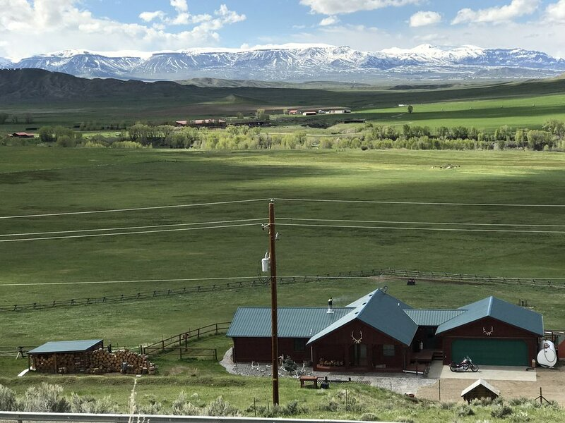 My beautiful bed and breakfast is in a quiet rural Wyoming ranch setting., location de vacances à Meeteetse