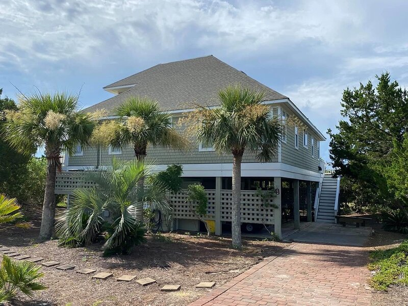 Brand new to VRBO - Large, Newly Remodeled Home with Ocean Views, location de vacances à Bald Head Island