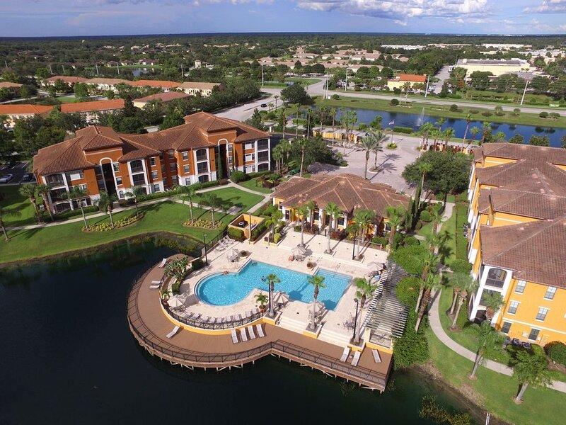 Serenata Condo -Gorgeous Lake & Pool Views, Close To Beaches, UTC Mall, & More!, holiday rental in Tallevast