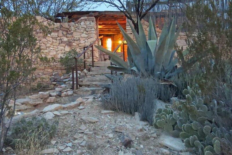 Casa Mariposa: Restored Rock Ruin in Ghost Town, holiday rental in Terlingua