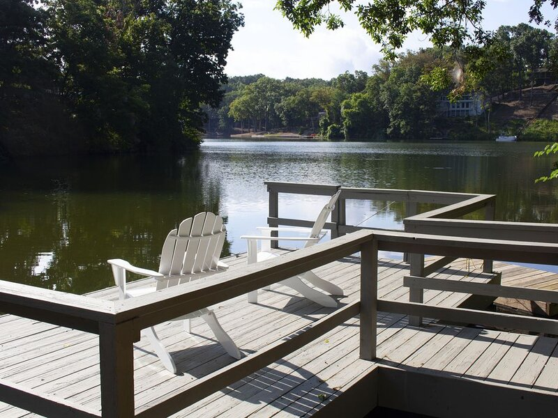 Blue Heron Cove Lakehouse in the Ozarks, casa vacanza a Pineville